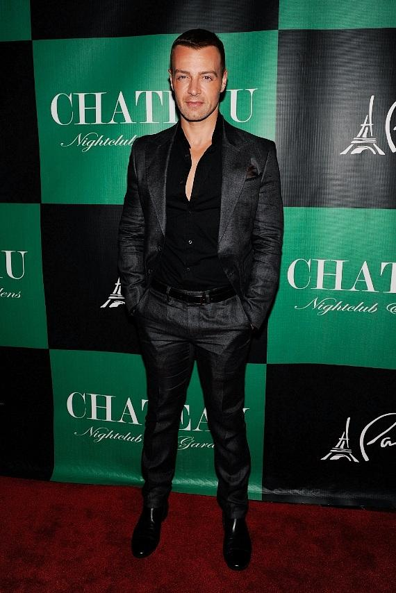 Joey Lawrence wears Gucci on the red carpet at Chateau Nightclub & Gardens