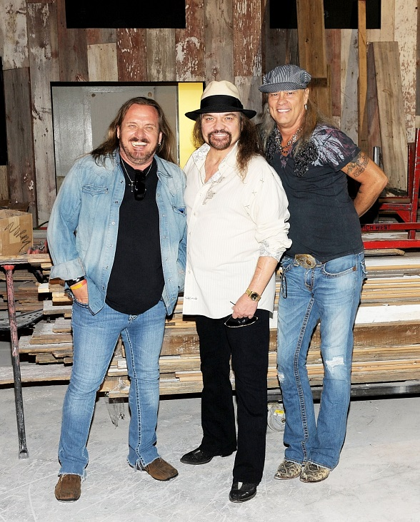 Johnny Van Zant, Gary Rossington, Rickey Medlocke take construction tour of Lynyrd Skynyrd BBQ & Beer