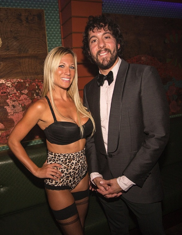 """2 Broke Girls"" Star Jonathan Kite Parties at The ACT Nightclub"