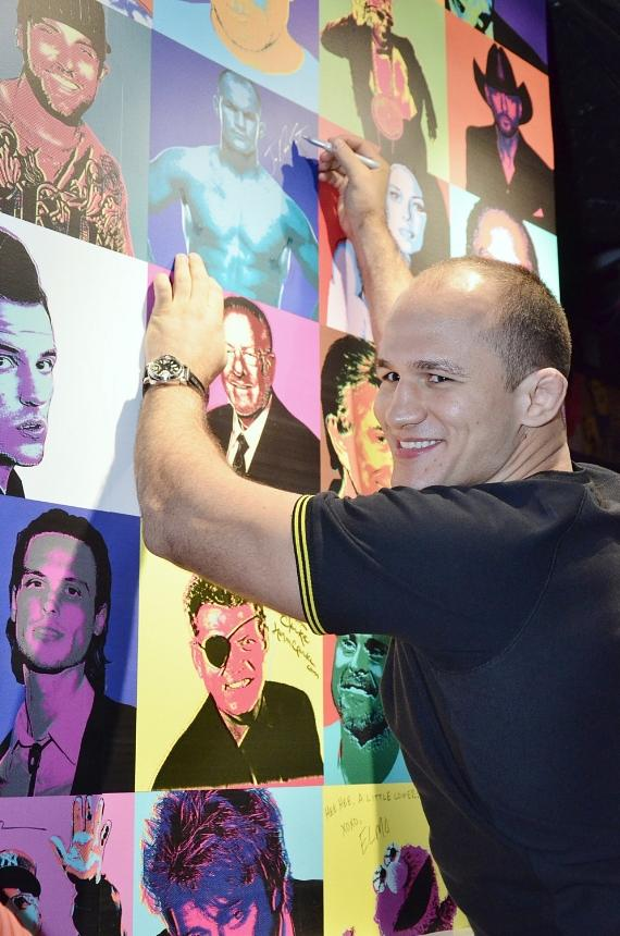 Junior dos Santos signs Rockhouse Wall of Fame