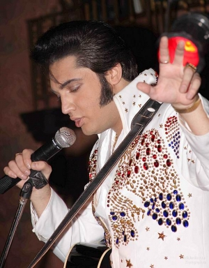 "M Resort Presents ""Elvis, The Vegas Tour Tribute"" Starring Justin Shandor Aug. 8"