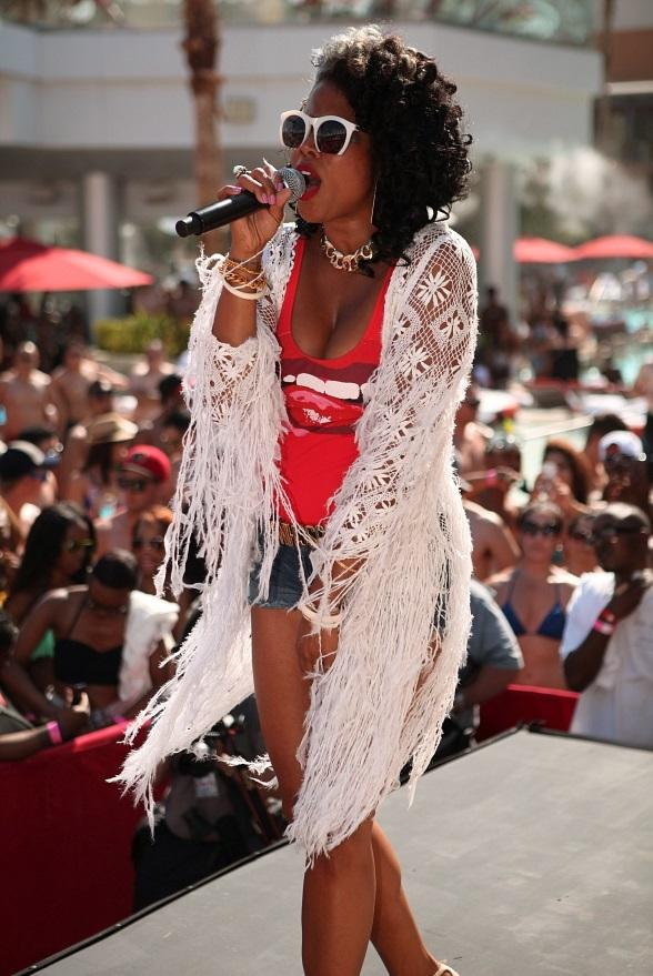 "Kelis' ""Milkshake"" Brings Thousands of Dayclubbers to ""Ditch Fridays"" at Palms Pool"