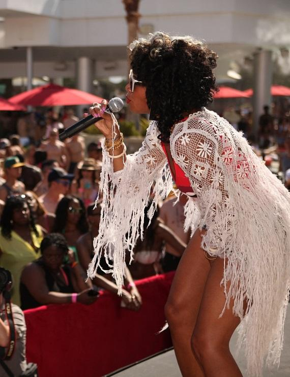 "All eyes are on Kelis as she serenades ""Ditch Fridays"" dayclubbers with top hits at Palms Pool"