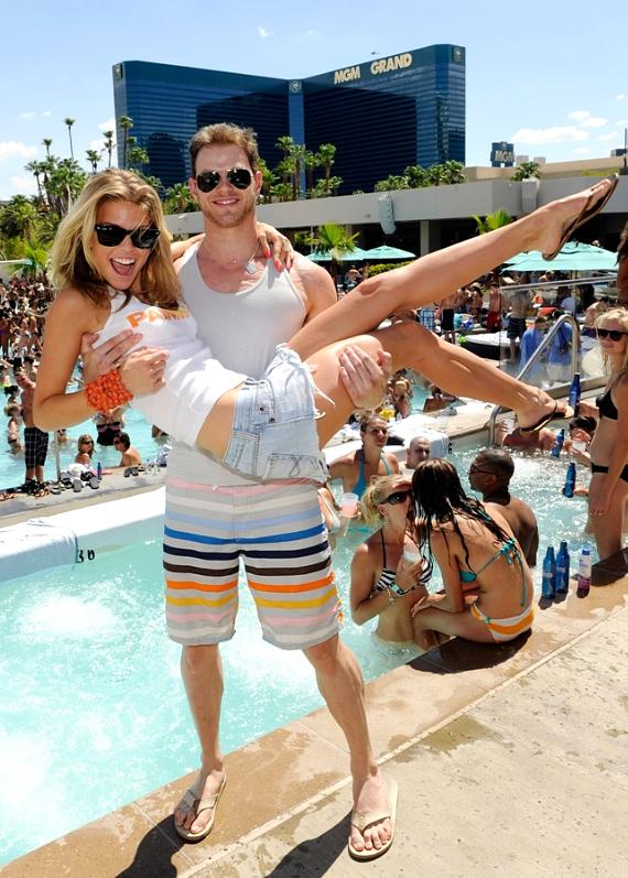 Kellan Lutz picks up AnnaLynne McCord at WET REPUBLIC