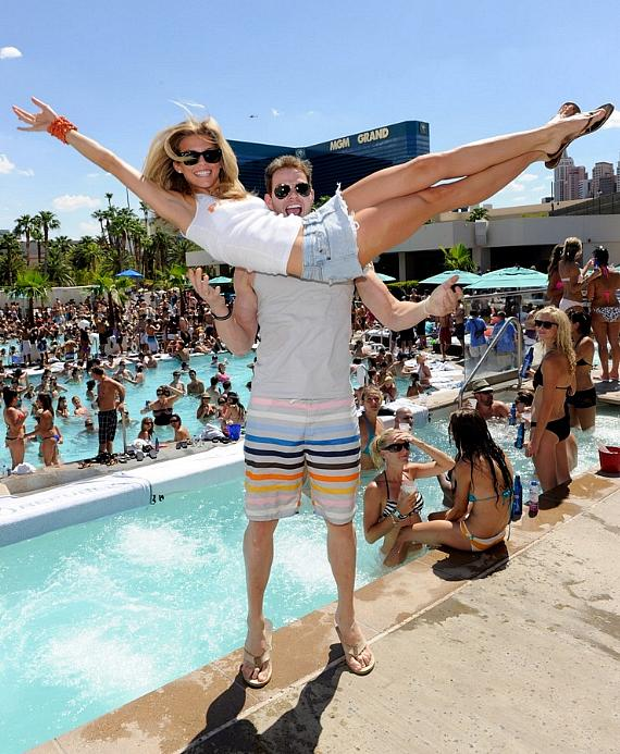 Kellan Lutz throws AnnaLynne McCord at WET REPUBLIC