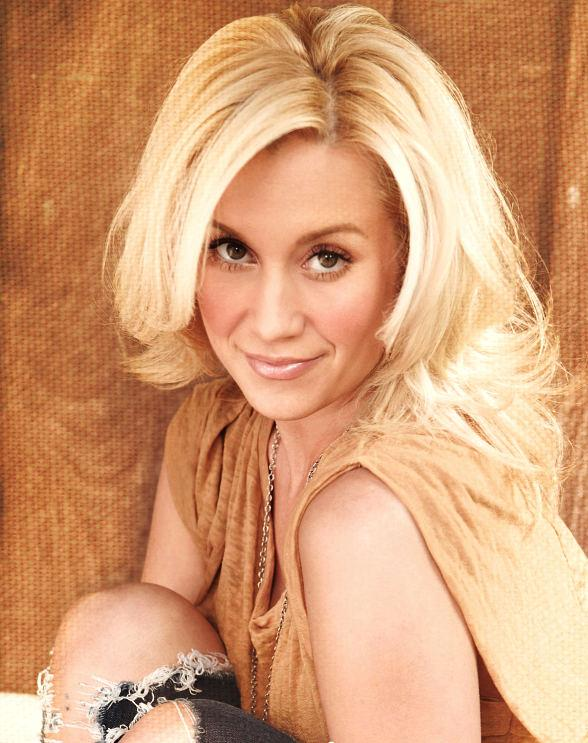 'Dancing With The Stars' Champ and Country Songstress Kellie Pickler to Perform at Silverton Casino July 5