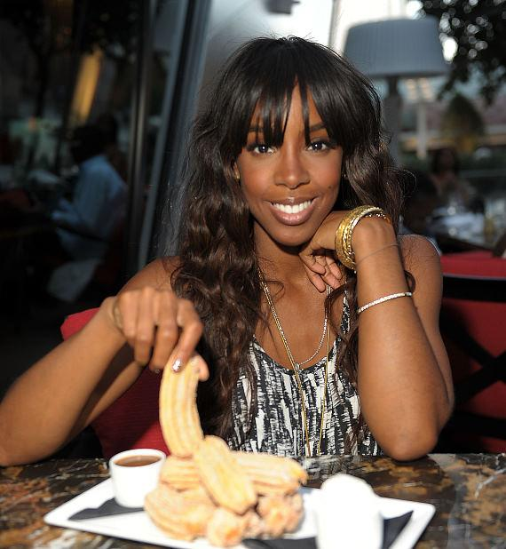 Kelly Rowland dines at Eva Longoria's Beso Steakhouse at Crystals CityCenter in Las Vegas