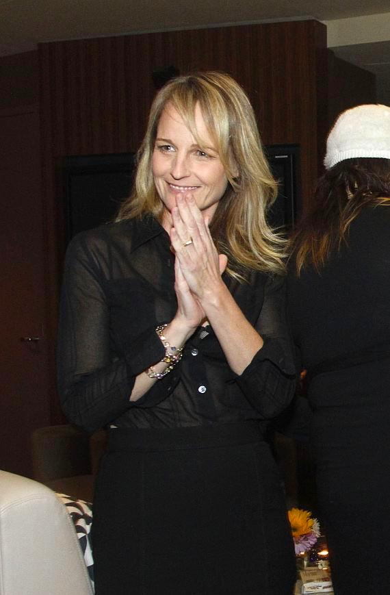 Helen Hunt clapping