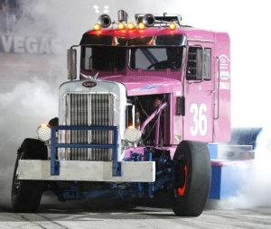 Harder outduels McMeakin in Big Rig battle at The Bullring at LVMS
