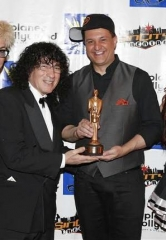 Douglas 'Lefty' Leferovich receives World Champion Magician Award for Manipulation from International Magicians Society