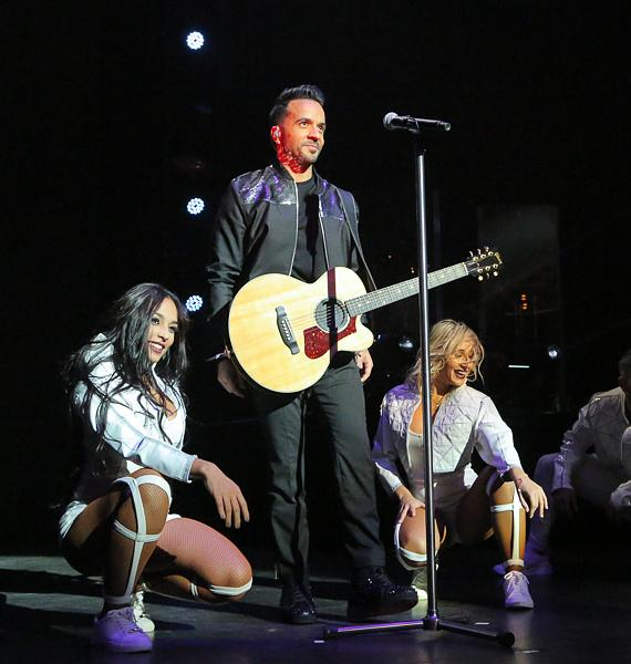 Luis Fonsi Kicks Off Us Tour Last Night at the Pearl at The Palms Las Vegas