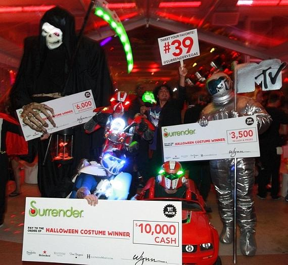 halloween costume contest winners at surrender nightclub - Las Vegas Halloween Costume