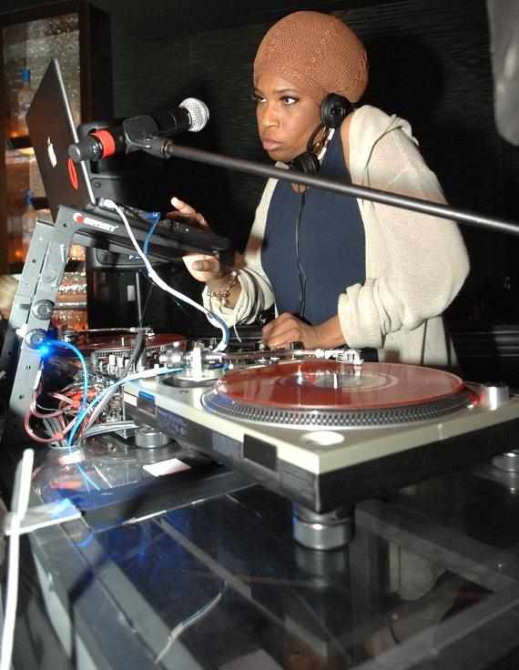 Macy Gray DJs at Blush Boutique Nightclub