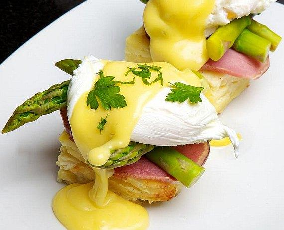 Manhattan eggs benedict at Sugar Factory Las Vegas