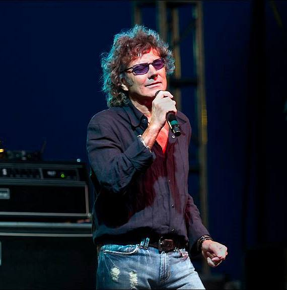 "Mickey Thomas, Legendary Singer from Starship, Joins ""Raiding The Rock Vault"""