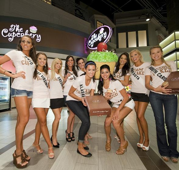 Miss Ohio, Miss West Virginia, Miss Oregon, Miss New Hampshire, Miss Illinois, Miss Alaska, Miss Michigan, Miss Nevada, Miss Minnesota and Miss South Carolina in front of The Cupcakery.