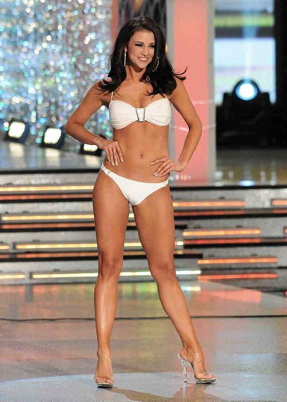 Miss Wisconsin Laura Kaeppeler in bathing suit competition