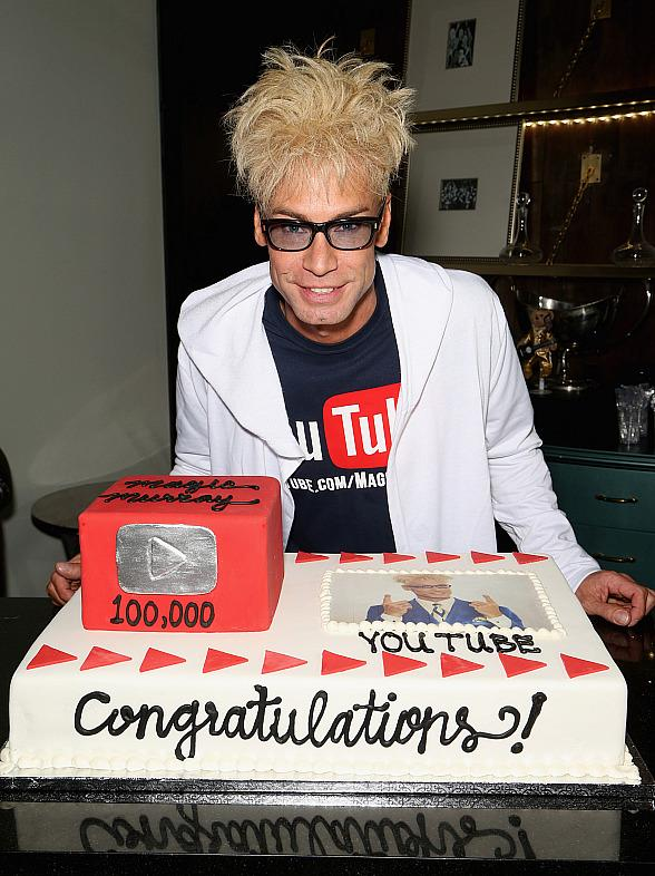 MURRAY The Magician Celebrates 100,000 YouTube Silver Creator Award; Renews Contract with Caesars Entertainment / Planet Hollywood in Las Vegas