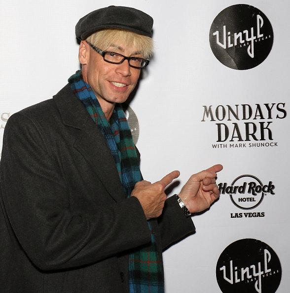 Murray Sawchuck at Mondays Dark