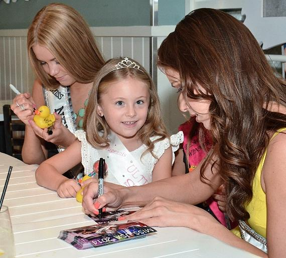 Nia Sanchez and Alexa Taylor meet with Young Fan