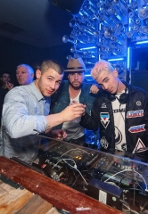 Joe Jonas Delivers High-Powered DJ Set at Hyde Bellagio alongside Nick Jonas