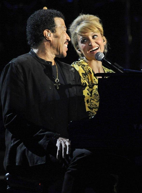 Nicole and Lionel Richie at piano