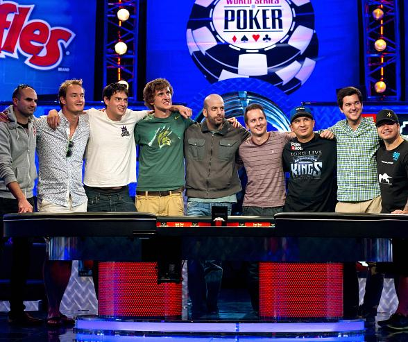 November Nine Group Shot Players from L to R: Loosli, Brummelhuis, Newhouse, Riess, Lehavot, McLaughlin, JC Tran, Benefield, Farber