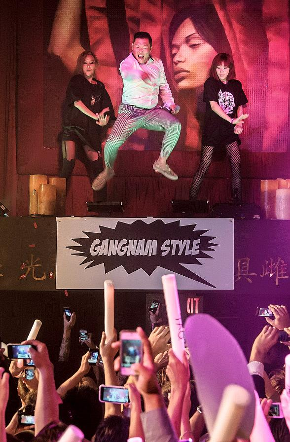 "PSY Performs ""Gangnam Style"" at TAO Nightclub in Las Vegas"