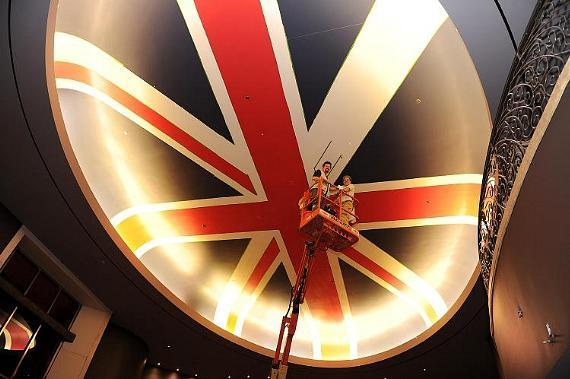 Painting the Union Jack at Gordon Ramsay Steak