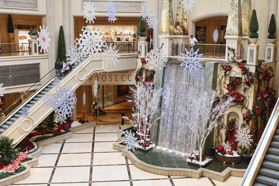 The venetian and the palazzo las vegas announce first ever for When does las vegas decorate for christmas
