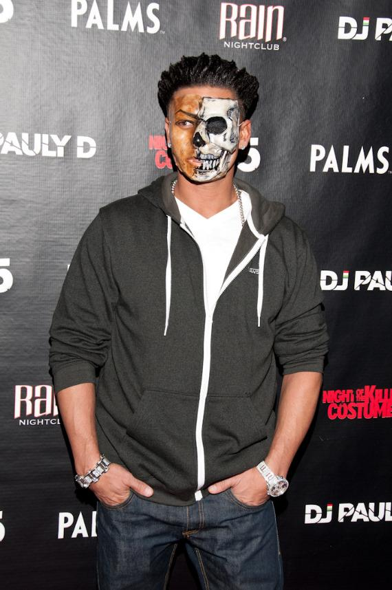 """Jersey Shore star Pauly D celebrates """"Paulyween"""" at Rain Nightclub in The Palms"""