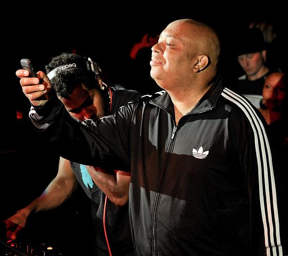 Rev Run takes pictures of the crowd at LAVO