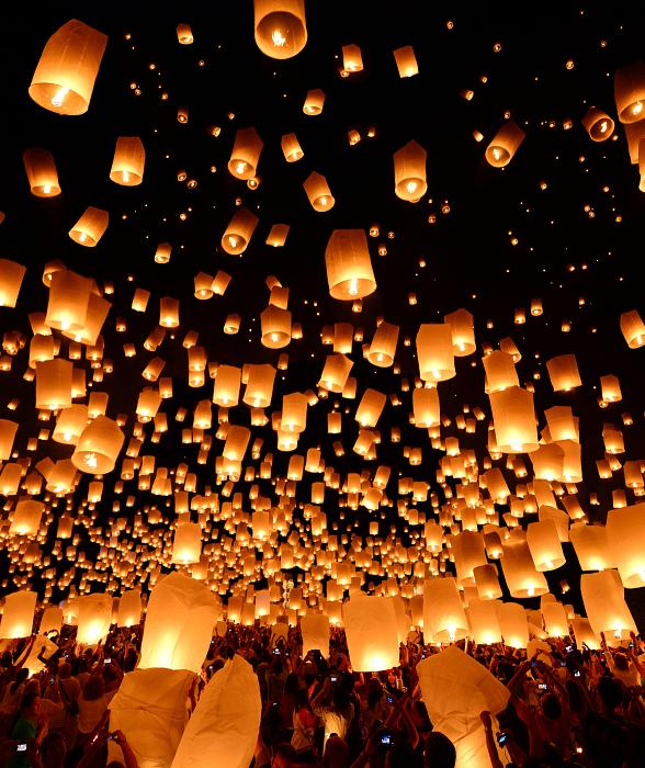 RiSE Lantern Festival Lights Up the Las Vegas Sky for the First Time October 18