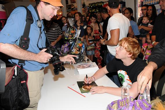 Harry Potter actor Rupert Grint signs autographs at Sugar Factory