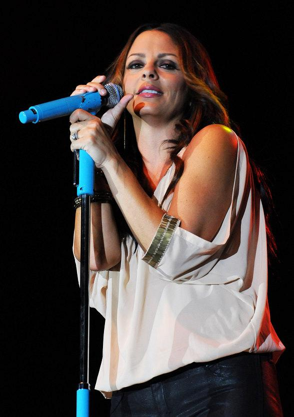 Sara Evans Performs at Eastside Cannery