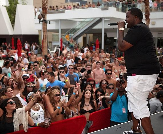 """Ditch Saturdays"" partygoers went wild when Sean Kingston took the stage at Palms Pool"