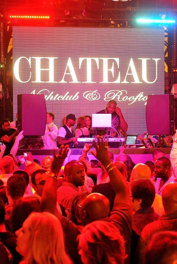 Shaq entertaining the crowd at Chateau Nightclub & Rooftop