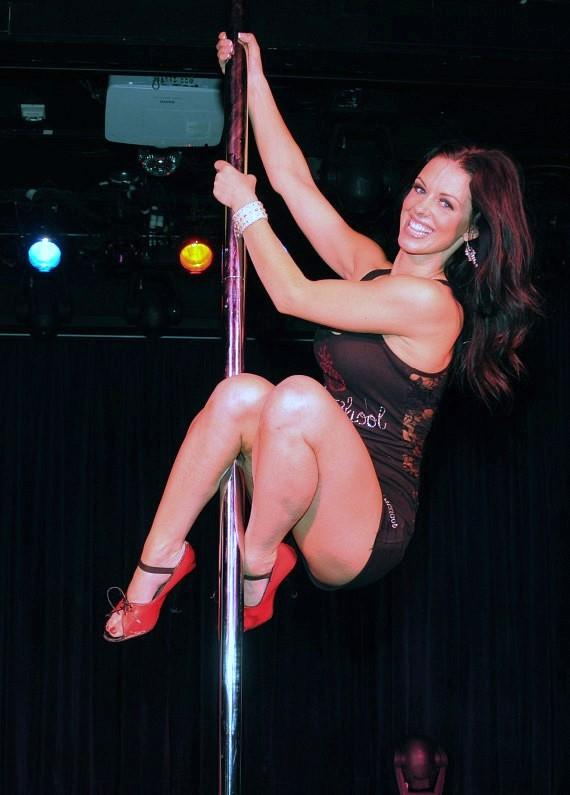 Tracey, pro dancer at FANTASY, teaches pole dancing