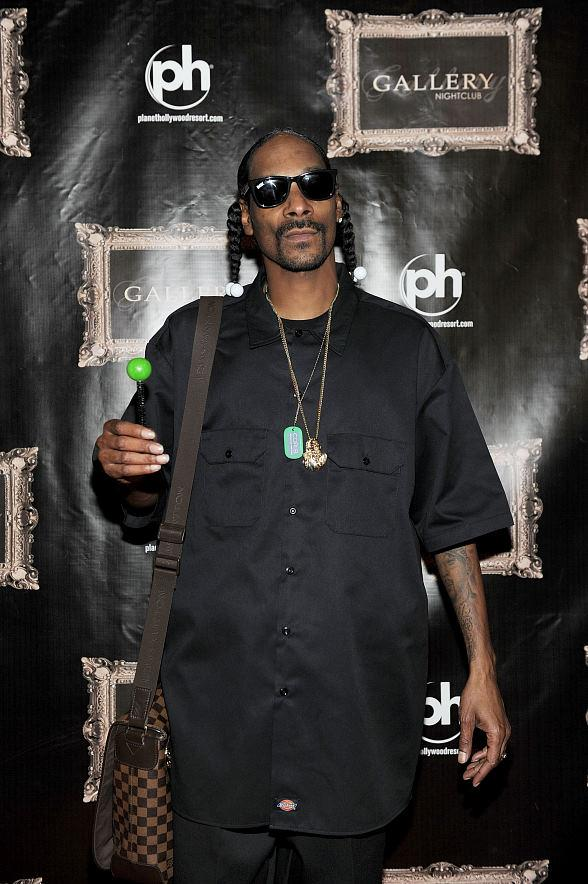 Snoop Dogg holds a Sugar Factory Couture Pop