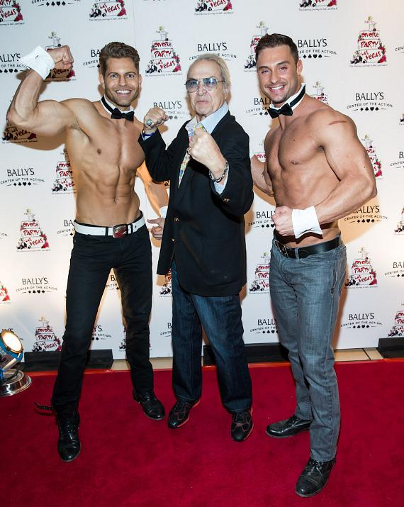 Steve Rossi poses with Chippendales dancers Jaymes Vaughan and James Davis