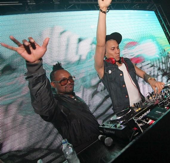 Taboo performing with Apl.de.ap