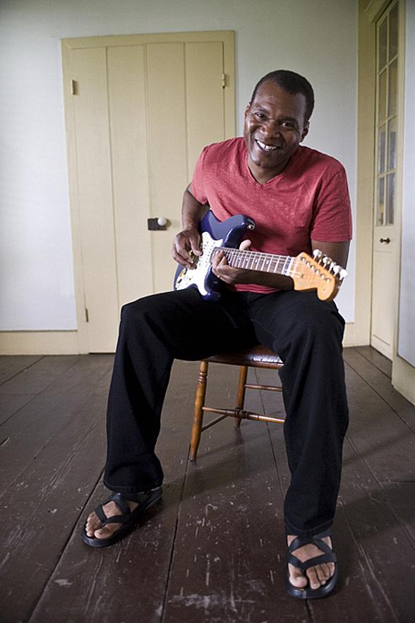 Bluesmen The Robert Cray Band Return to The Orleans Showroom May 18-19