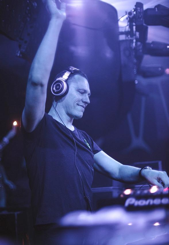 Hakkasan Nightclub Celebrates the New Year with Calvin Harris, Tiësto, Hardwell, Ruckus and Eva Shaw