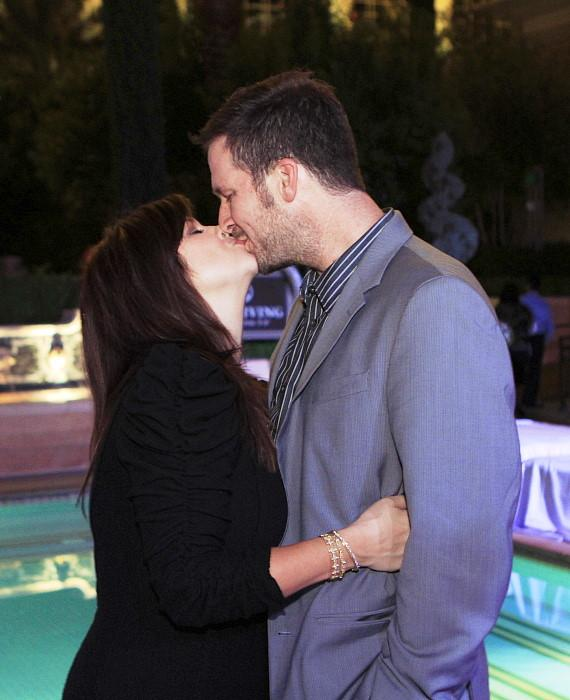 Tiffani Thiessen kissing Brady Smith