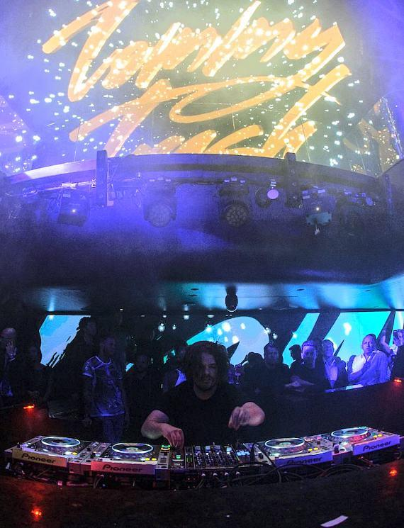 Tommy Trash performs for Hakkasan LV crowd