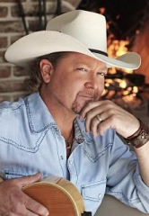 Country Music Icon Tracy Lawrence Performs at Access Showroom Aug. 5
