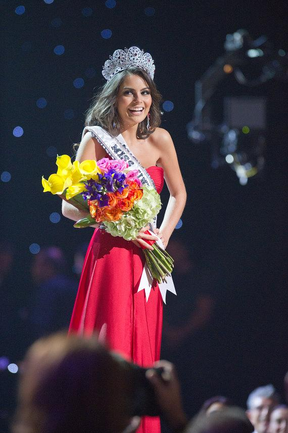 Jimena Navarrete, Miss Mexico 2010, of Guadalajara, is crowned Miss UNIVERSE 2010