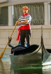 The Venetian Las Vegas Gives Vistors a Chance to Become a Gondolier through Gondola University