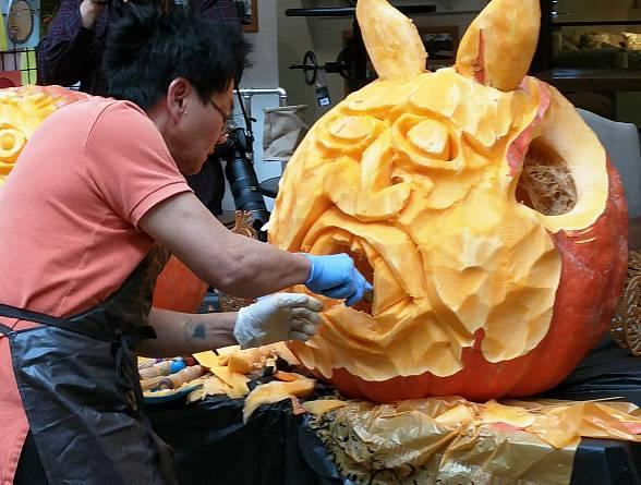 Walker Furniture Hosts Free Public Halloween Pumpkin Carving Event