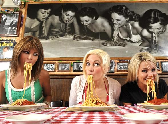 Laura Croft, Holly Madison and Angel Porrino at Buca di Beppo